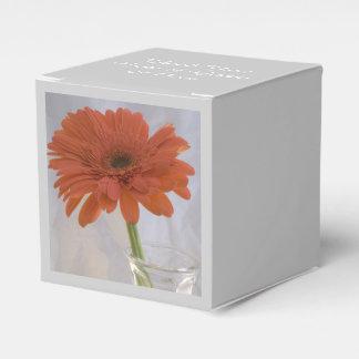 Oranje Gerber Daisy in het Huwelijk van de Vaas Bedankdoosjes