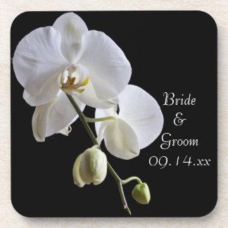 Orchidée blanche sur le mariage noir sous-bock