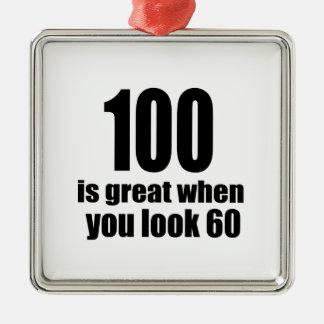 Ornement Carré Argenté 100 est grand quand vous regardez l'anniversaire