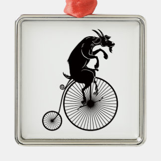 Ornement Carré Argenté Chèvre montant un vélo