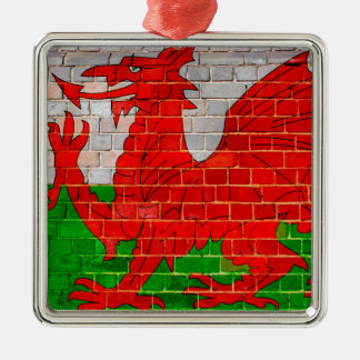 Ornement Carré Argenté Drapeau du Pays de Galles sur un mur de briques