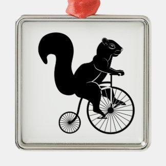 Ornement Carré Argenté Équitation d'écureuil ou de tamia sur un vélo