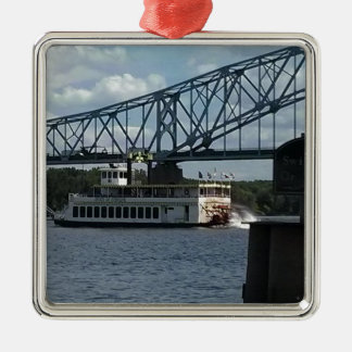 Ornement Carré Argenté Esprit de Dubuque sur le fleuve Mississippi