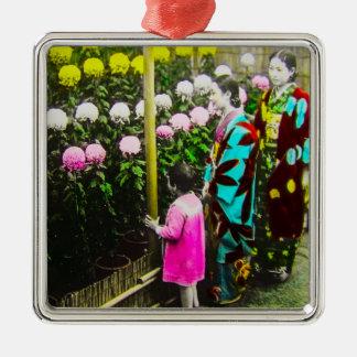 Ornement Carré Argenté Famille japonaise vintage à l'exposition de