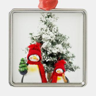 Ornement Carré Argenté figurines de pingouin avec l'arbre de Noël en
