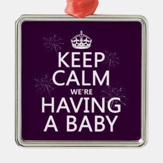 Ornement Carré Argenté Gardez le calme que nous avons un bébé (dans toute