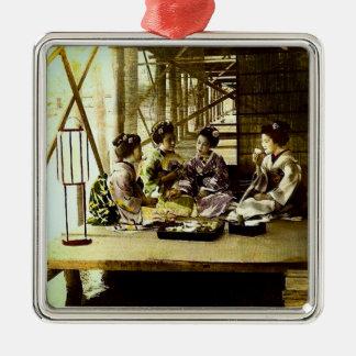 Ornement Carré Argenté Geisha vintage dinant ensemble dans le vieux dîner