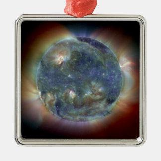Ornement Carré Argenté La NASA ultra-violette extrême de Sun