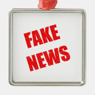 Ornement Carré Argenté Notre société est dominée par de fausses nouvelles