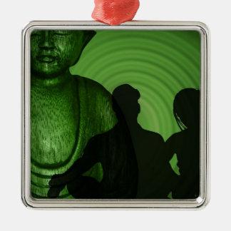 Ornement Carré Argenté Ombre des humains devant Bouddha à la nuance verte
