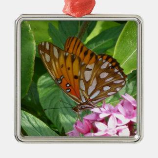 Ornement Carré Argenté Papillon de passiflore