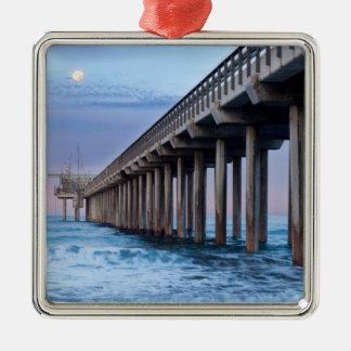 Ornement Carré Argenté Pleine lune au-dessus de pilier, la Californie