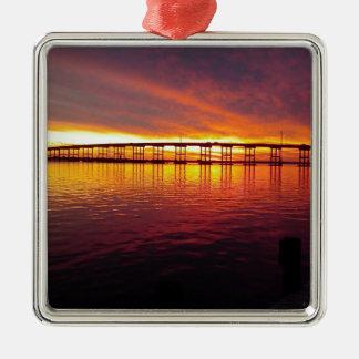 Ornement Carré Argenté Pont de ville de Morehead au coucher du soleil
