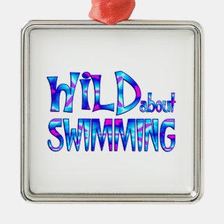Ornement Carré Argenté Sauvage au sujet de la natation
