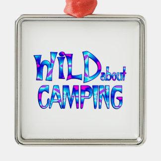 Ornement Carré Argenté Sauvage au sujet du camping