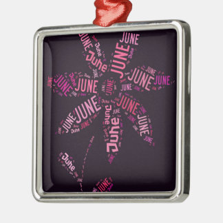 Ornement Carré Argenté Texte rose de fleur de juin de nuage de mot
