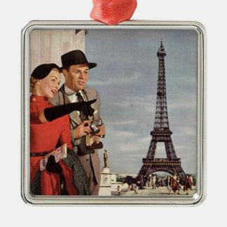 Ornement Carré Argenté Touristes vintages voyageant dans Tour Eiffel de