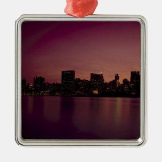 Ornement Carré Argenté Ville urbaine de Manhattan de crépuscule d'horizon