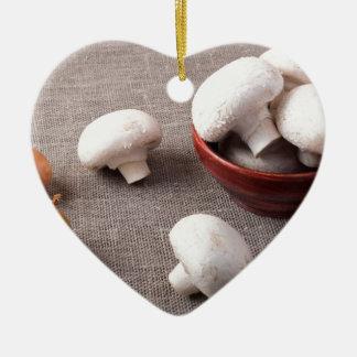 Ornement Cœur En Céramique Champignons et oignons crus de champignon de paris
