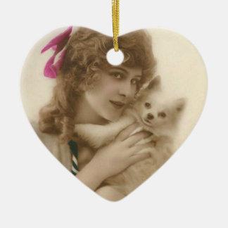 Ornement Cœur En Céramique Femme victorienne et chien de photo antique