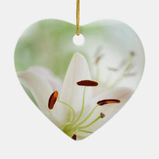 Ornement Cœur En Céramique Fleur de lis blanc entièrement ouverte