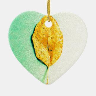 Ornement Cœur En Céramique Menthe d'or par le JP Choate