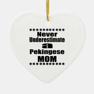 Ornement Cœur En Céramique Ne sous-estimez jamais la maman de Pekingese