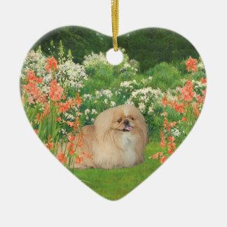 Ornement Cœur En Céramique Pekingese dans le jardin