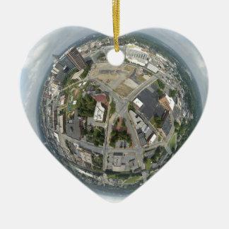 Ornement Cœur En Céramique Planète minuscule de Greensboro