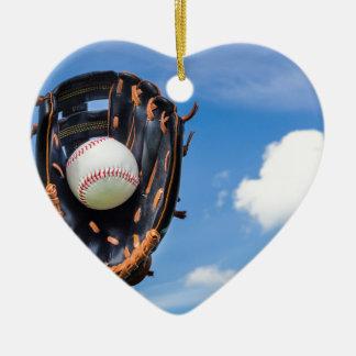 Ornement Cœur En Céramique Remettez tenir le base-ball dans le gant avec le