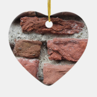 Ornement Cœur En Céramique Vieil arrière - plan de mur de briques