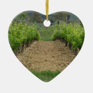 Ornement Cœur En Céramique Vignoble au printemps. La Toscane, Italie