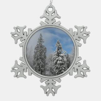 Ornement de neige d'hiver d'arbres de Milou de