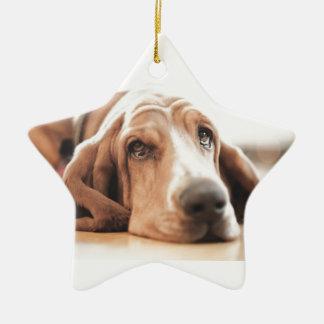 Ornement Étoile En Céramique Chiot de chien de basset-hound