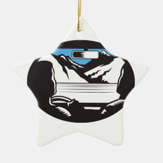 Ornement Étoile En Céramique Le conducteur recherchant l'ovale de pare-brise de