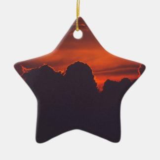 Ornement Étoile En Céramique Nuages oranges pourpres de coucher du soleil