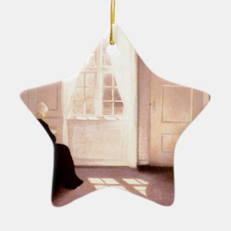 Ornement Étoile En Céramique Une lecture de femme par une fenêtre