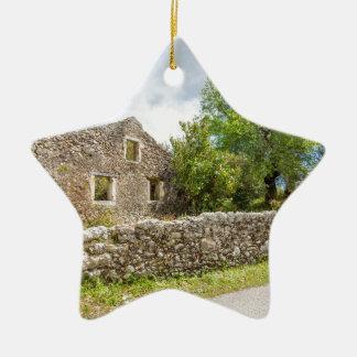 Ornement Étoile En Céramique Vieille maison historique en tant que ruines le