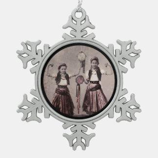 Ornement Flocon De Neige Deux filles et Tamborines gitans