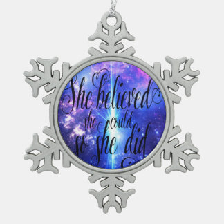 Ornement Flocon De Neige Elle a cru en cieux iridescents