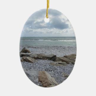 Ornement Ovale En Céramique Bord de la mer de plage avec des voiliers sur