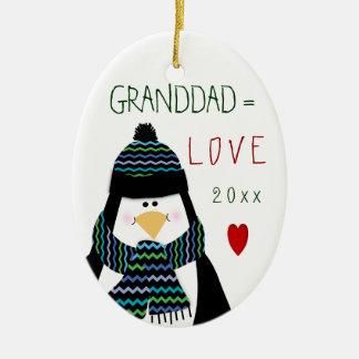 Ornement Ovale En Céramique Cadeau de Noël de pingouin de GRAND-PAPA de 2017