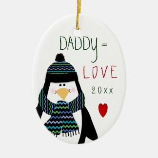 Ornement Ovale En Céramique Cadeau de Noël de pingouin de PAPA de 2017 amours