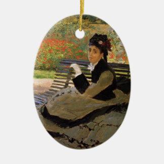 Ornement Ovale En Céramique Camille Monet sur un banc de jardin - Claude Monet