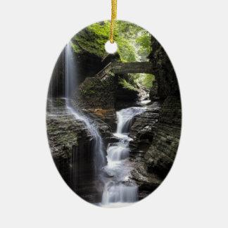 Ornement Ovale En Céramique Cascades à la gorge de Watkins, NY
