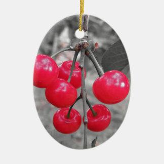 Ornement Ovale En Céramique Cerises rouges de Montmorency sur l'arbre dans le