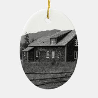 Ornement Ovale En Céramique Chambre par les montagnes - noires et blanches