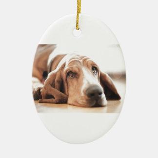 Ornement Ovale En Céramique Chiot de chien de basset-hound