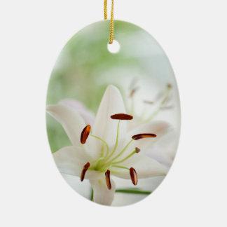 Ornement Ovale En Céramique Fleur de lis blanc entièrement ouverte
