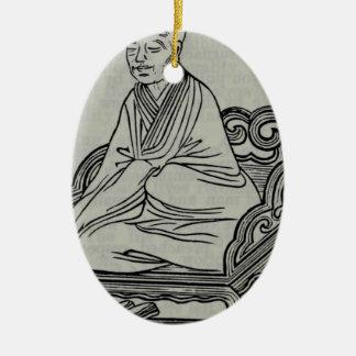 Ornement Ovale En Céramique Homme s'asseyant dans la pose de méditation